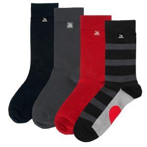 fyra strumpor i olika färger svart, grått och rött