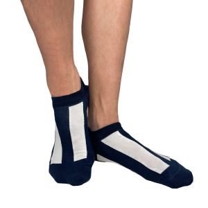Blå och vit randig sneakerstrumpa från Tag Socks